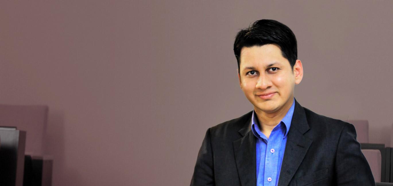 alumni-tariq-ahmad.jpg