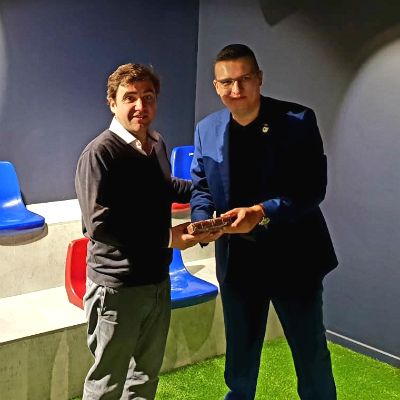 Mr. Javier Sobrino, Chief Strategy and Innovation Officer – FC Barcelona, receives a token of appreciation from Mr. Marko Selaković, Director – Institutional Development & Student Recruitment at SP Jain School of Global Management – Dubai