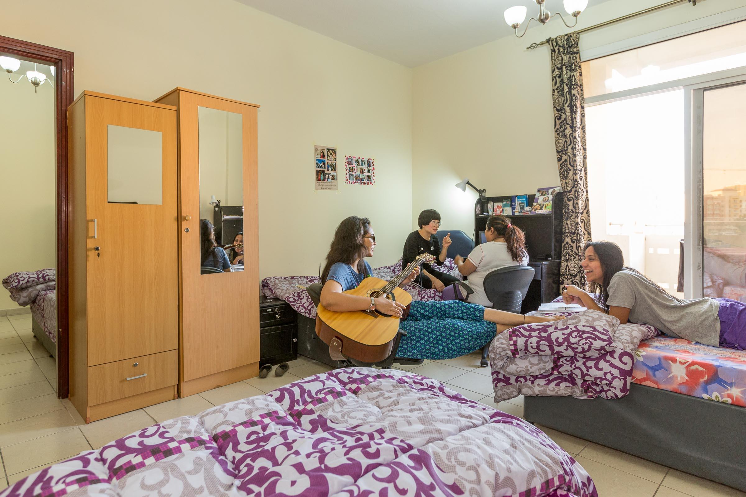 Dubai_accommodation_bedroom_2.jpg