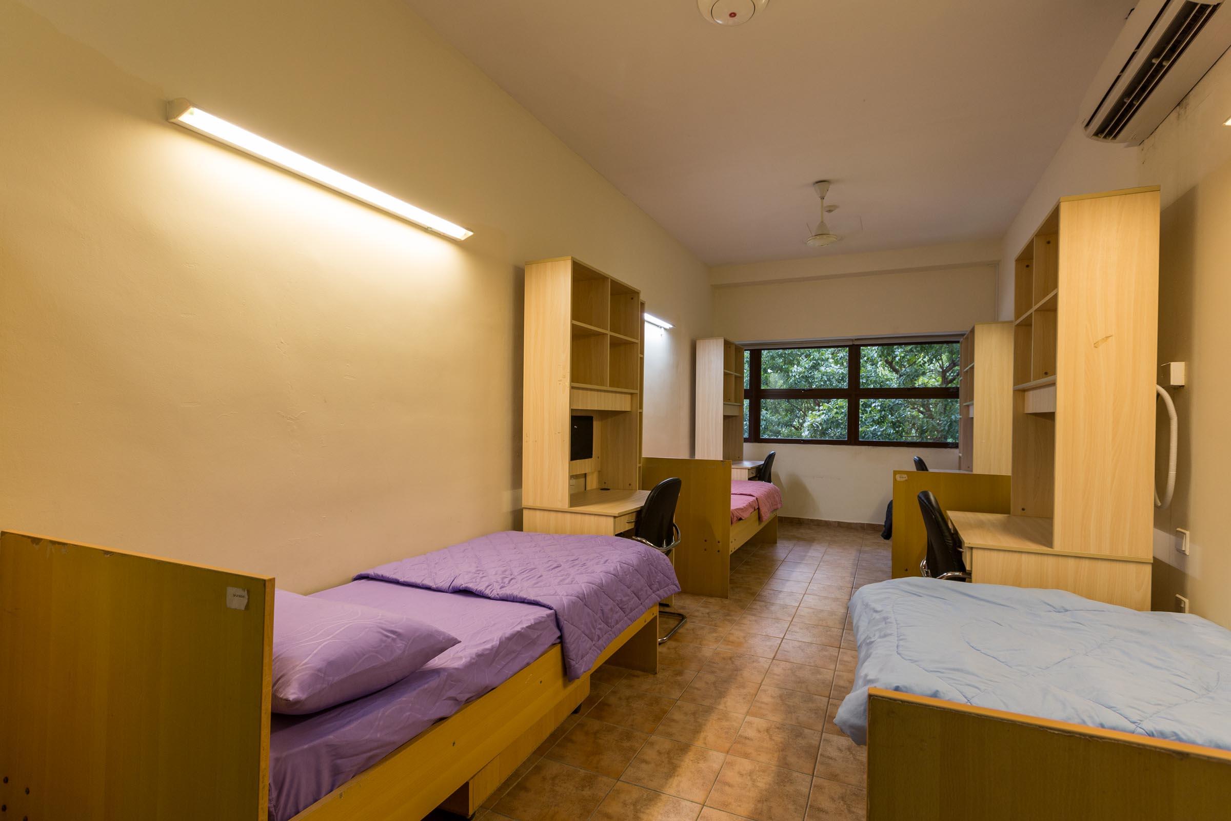 Singapore_accommodation_bedroom.jpg
