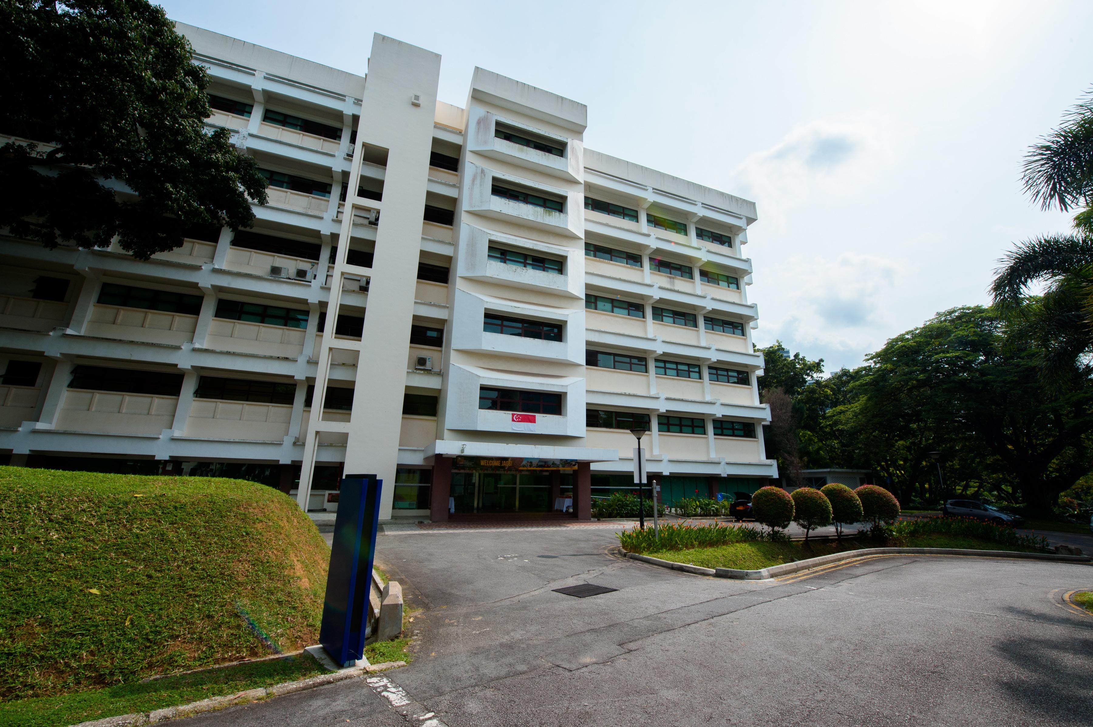 Singapore_tall_building.jpg