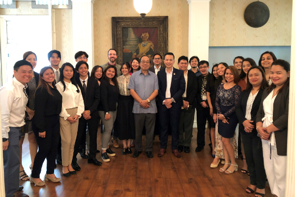 His Excellency Mr Joseph Del Mar Yap (centre, in light blue) with SP Jain staff and students at the networking session