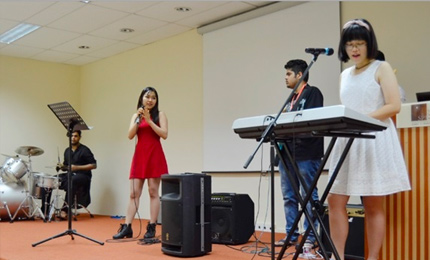 SP Jain Global hosts Cultural Night to welcome Postgraduate students to the Singapore Campus