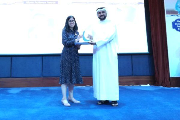 Ms. Bhavna Talwar, Manager – Marketing & PR at SP Jain (Dubai Campus), received the award from H.E. Dr. Rashid Alleem, Chairman at Sharjah Electricity & Water Authority (SEWA) and Founder & Executive Chairman of Alleem Investment, Sharjah, UAE, on behalf of Prof. Christopher Abraham, Professor and Head of Campus (Dubai) at SP Jain