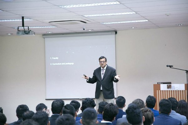 Mr. Nitish Jain, President of SP Jain, delved into the aspirations of our new Postgraduate cohort and shared success stories of our alumni